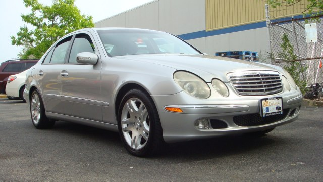 2003 MERCEDES E-Class 4dr Sdn 50L Mercedes Benz E500 Heated leather seats rear heatair sun roo