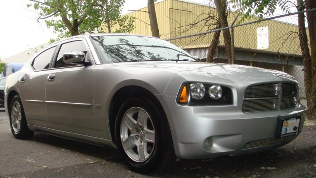 2006 Dodge Charger automatic 2006 Dodge Charger SXT Clean carfax alarm system subwoofer and mor