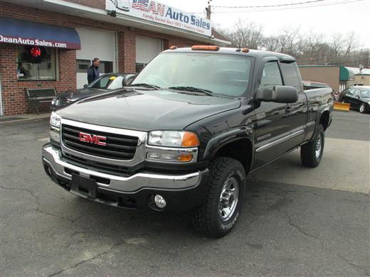 2004 GMC Sierra 2500 Ext Cab Short in West Springfield