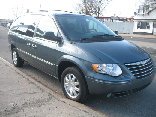 Image 2 of 2005 Chrysler Town &…