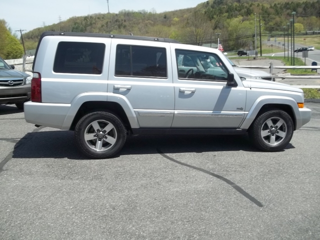 Image 2 of 2006 Jeep Commander…