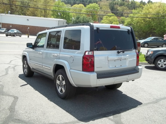 Image 5 of 2006 Jeep Commander…