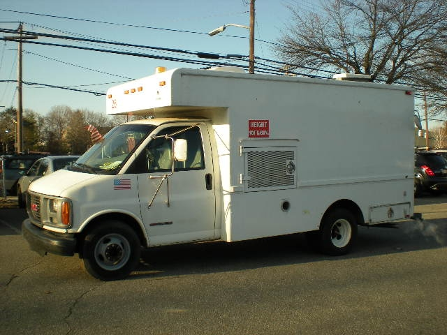 1998 GMC #314 G3500 WORK STATION CUBE CARGO BOX VAN