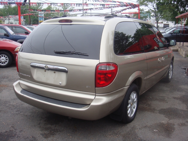 Image 2 of 2002 Chrysler Town &…
