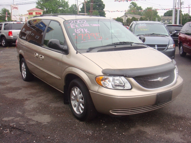 Image 3 of 2002 Chrysler Town &…