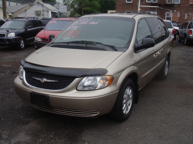 Image 5 of 2002 Chrysler Town &…
