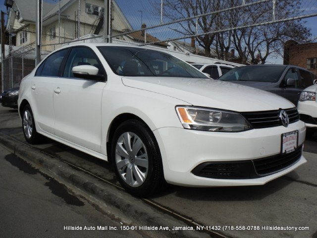 2013 Volkswagen Jetta Sedan 4dr Auto SE PZEV We have assembled the most advanced network of lenders