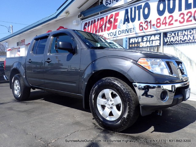 2010 Nissan Frontier 4WD Crew Cab SWB Auto SE New Arrival Value Priced Below Market This 2010