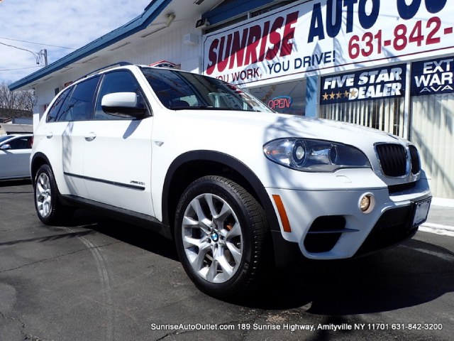 2012 BMW X5 AWD 4dr 35i Premium 3rd row Seats New Arrival Priced below Market This 2012 BMW X