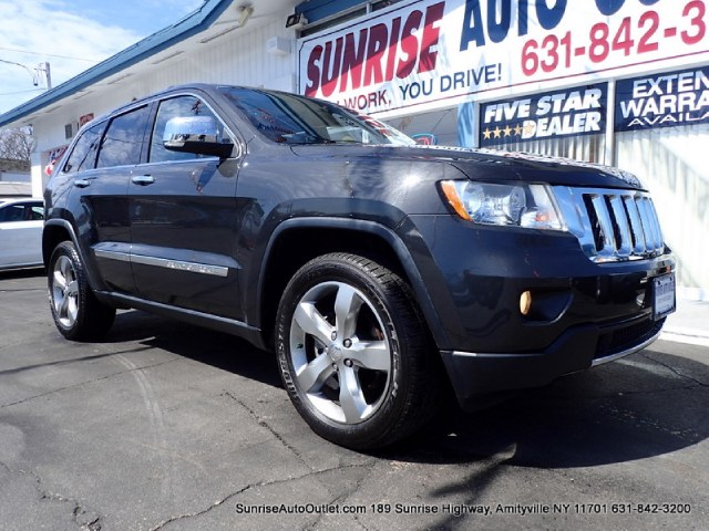 2011 Jeep Grand Cherokee 4WD 4dr Overland New Arrival Priced below Market CarFax One Owner