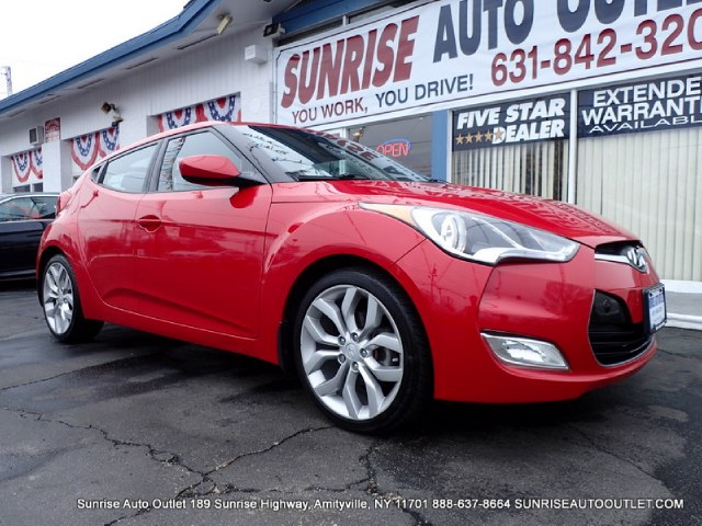 2013 Hyundai Veloster 3dr Cpe Auto wBlack Int Priced Below Market ThisVeloster will sell fast