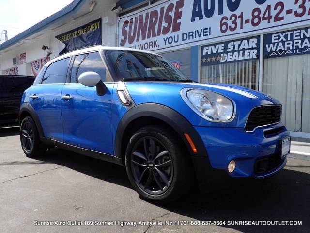 2013 MINI Cooper Countryman FWD 4dr S Sunrise Auto Outlet  is the car shopping destination for Lon