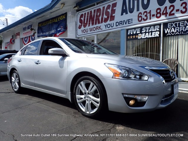 2013 Nissan Altima 4dr Sdn V6 35 SL Sunrise Auto Outlet  is the car shopping destination for Long