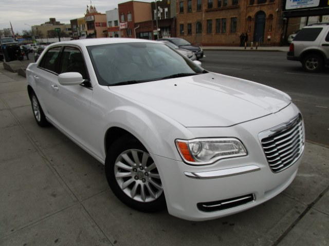 2014 Chrysler 300 4dr Sdn RWD Hi folks thank you for taking the time out of your busy day and look