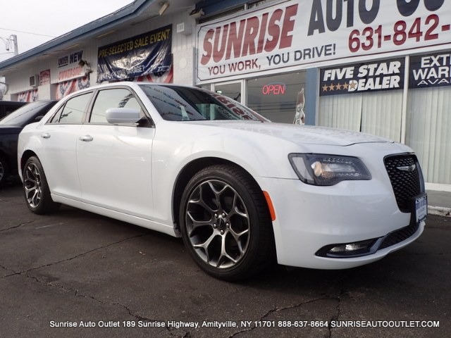 2015 Chrysler 300 4dr Sdn 300S RWD Clean CARFAX 1-Owner vehicleBeats Audio SystemBack-Up Camera